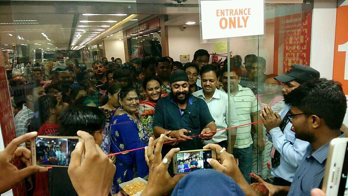 RT @BigBazaar: We thank all our customers for their immense belief in us #GSTMuhuratShopping https://t.co/sdwxYO62kK